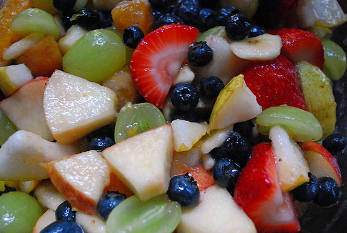 Fresh fruit salad tossed with a honey-rum vinaigrette di Slice of Chic