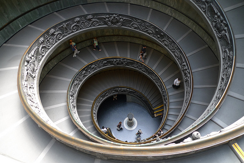 Spiral staircase at the Vatican Museum di Runa Bhattacharjee